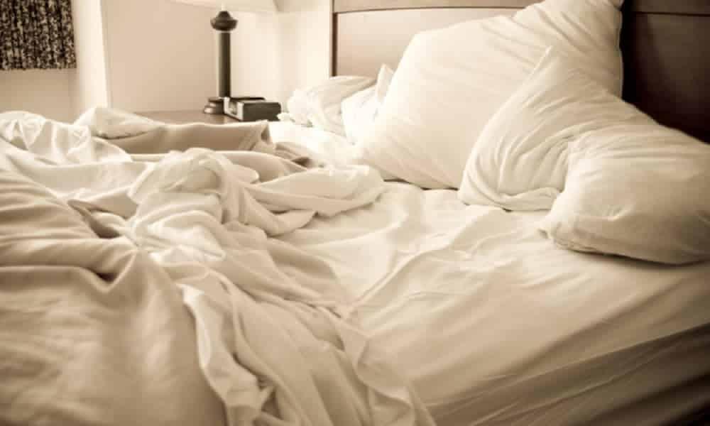 Arrumar a cama não é nada saudável, conforme a própria Ciência