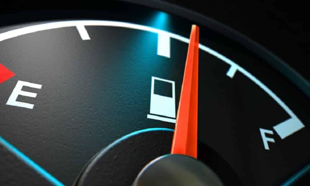 Dicas para economizar combustível que realmente funcionam no dia a dia