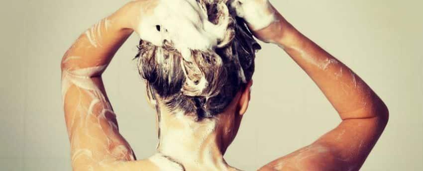 6 erros que você comete todas as vezes que lava o cabelo