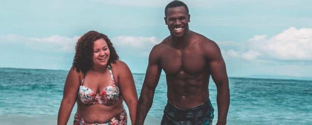 A foto deste casal na praia bombou pelo melhor motivo possível