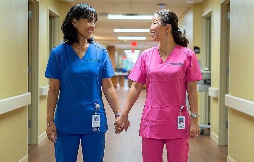Irmãs separadas por 40 anos descobrem que trabalham juntas no mesmo hospital