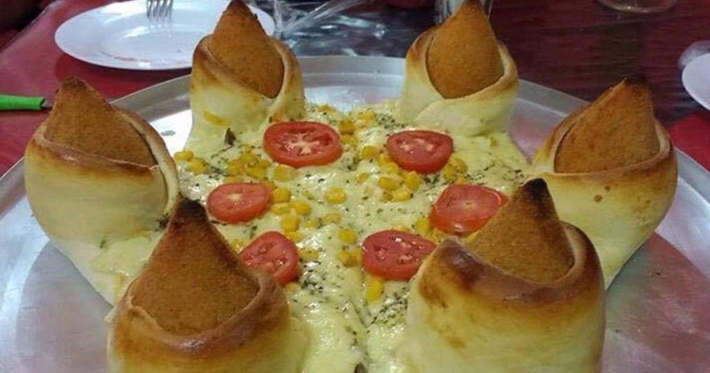 Pizza com borda de coxinha é a nova invenção brasileira