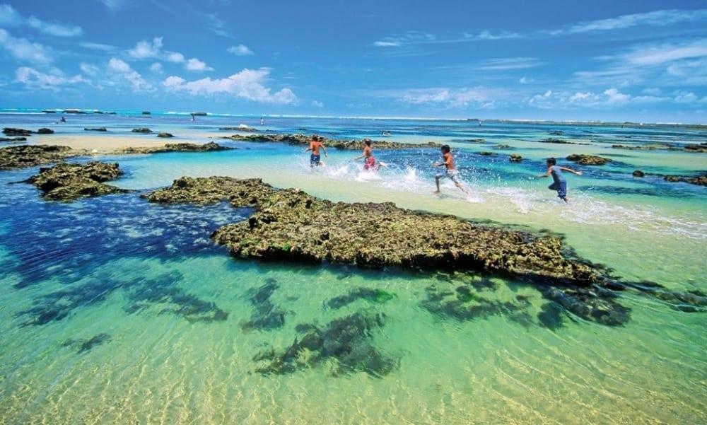 Praia de Flecheiras é paraíso escondido no Ceará para quem ama a natureza
