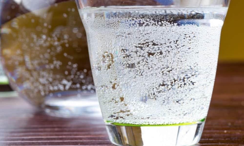 Água com gás não é tão inocente assim e pode até engordar