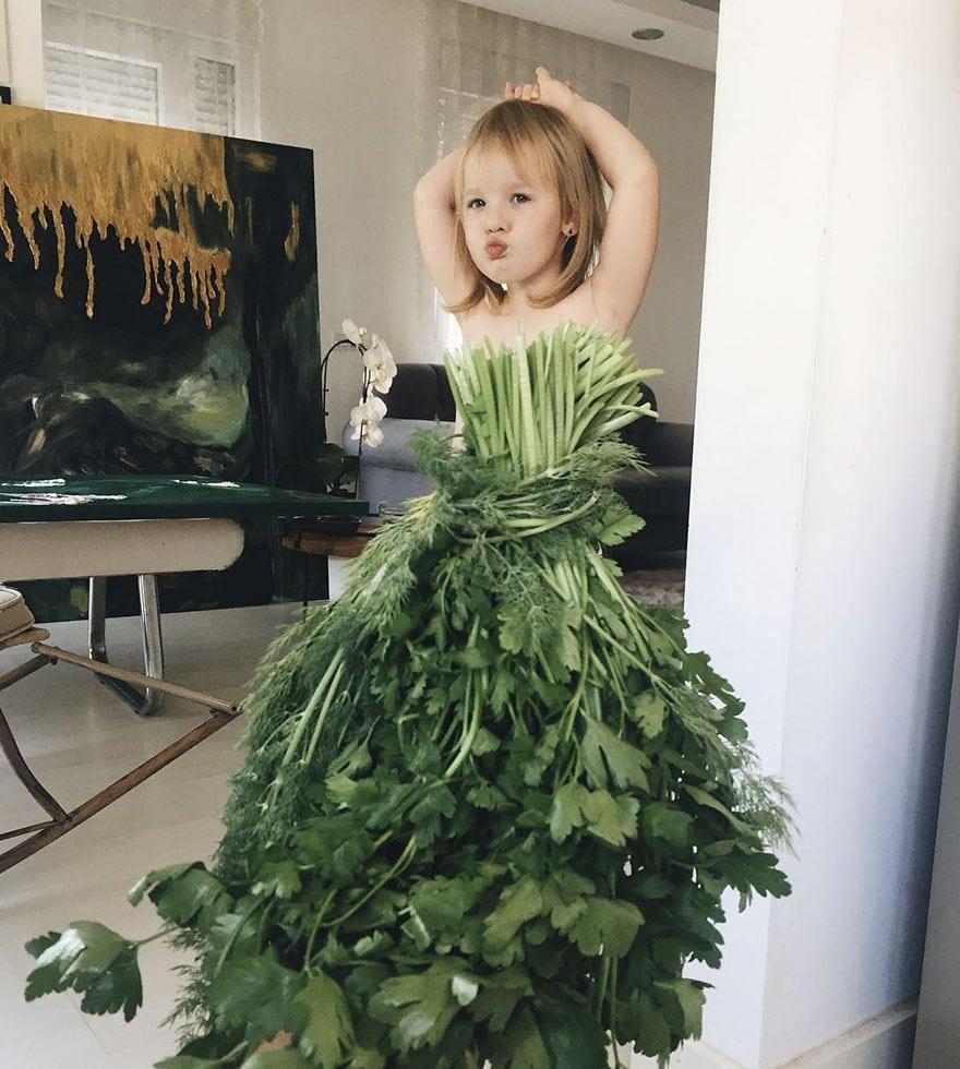 mae-filha-fotos-vestir-vegetais-frutas-perspectiva-fofo