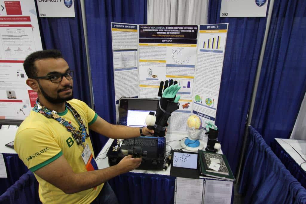 Brasileiro de 18 anos cria máquina capaz de ajudar pessoas