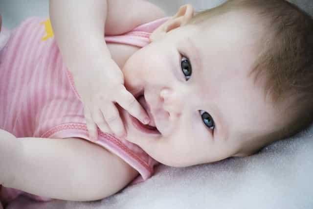 Por que bebês recém-nascidos têm um cheiro tão bom?