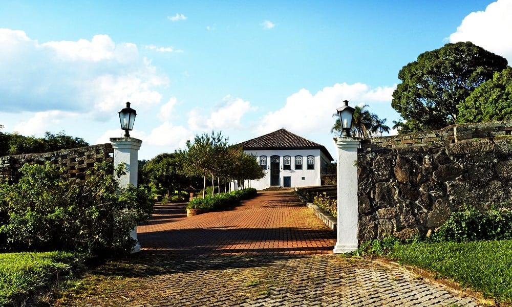 Fazenda Dona Carolina, um hotel que faz você viajar no tempo e voltar ao Brasil colonial