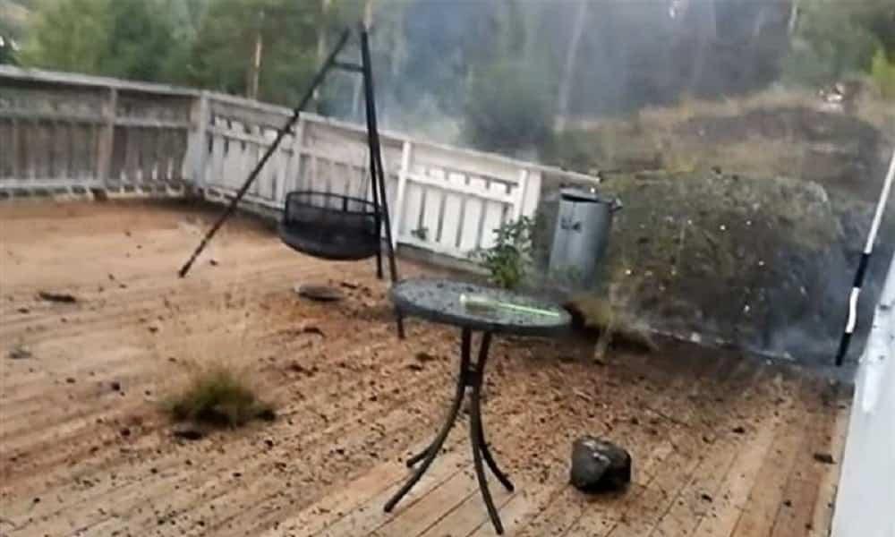 Homem tenta filmar tempestade de raios e registra o momento mais assustador de sua vida
