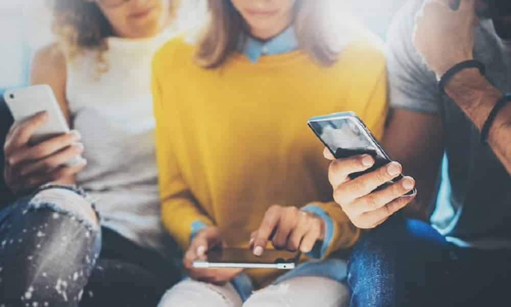Geração smartphone bebe menos, faz menos sexo e não está preparada para a vida adulta