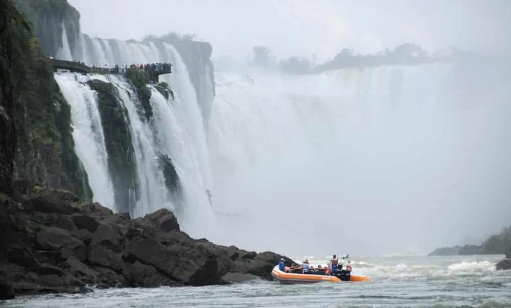Hotel 5 estrelas oferece hospedagem de luxo em frente às Cataratas do Iguaçu