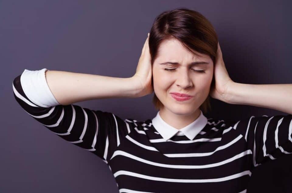 Desentupir os ouvidos naturalmente: remédios caseiros eficazes