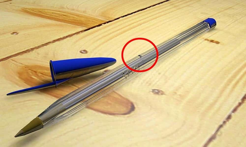 Para que serve aquele furinho da caneta BIC, na lateral?