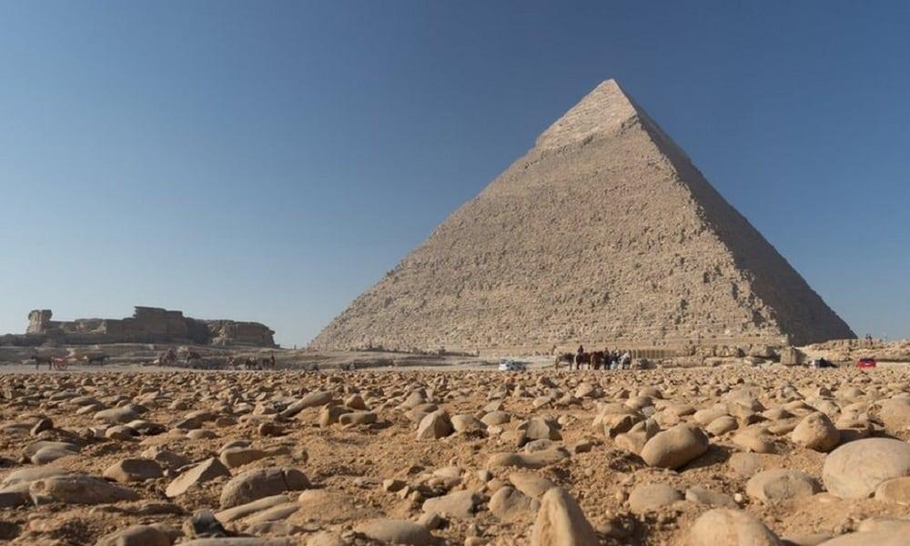 A maior pirâmide do mundo ficou escondida por séculos e não é egípcia
