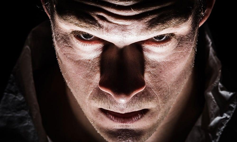Como identificar um sociopata: 10 principais sinais do transtorno