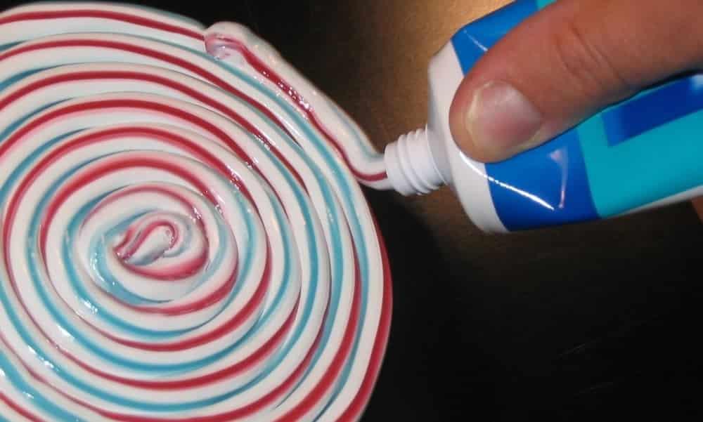 É por isso que as listras da pasta de dente não se misturam dentro do tubo