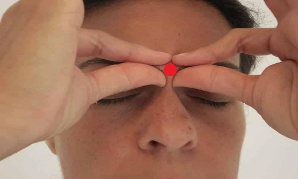 O que acontece se você massagear o centro da testa?