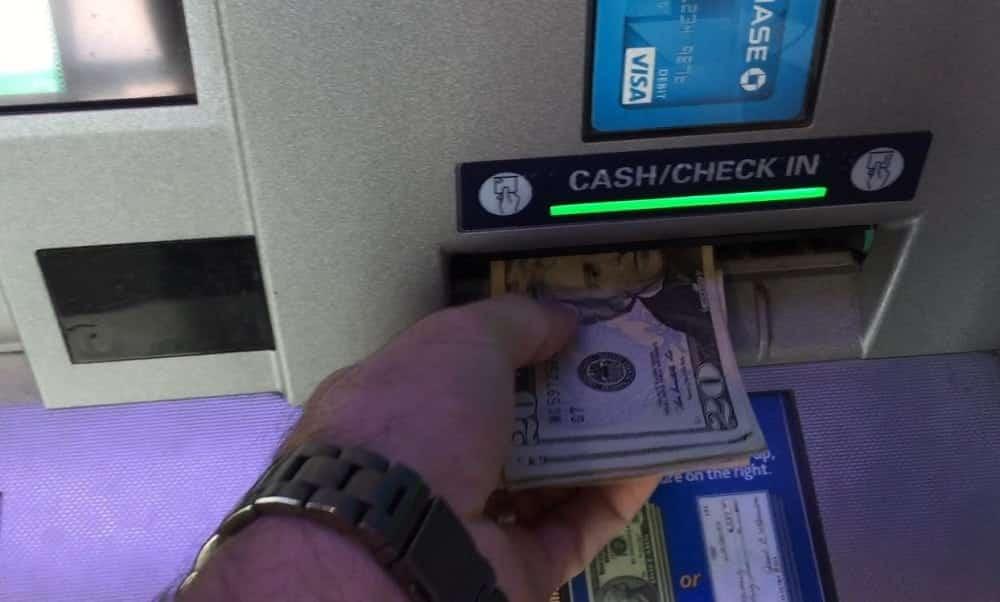 É isso o que acontece se o banco depositar dinheiro errado em sua conta