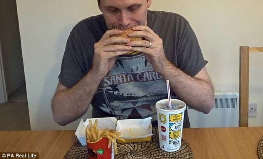 Youtuber emagrece 5 quilos comendo McDonald's por uma semana