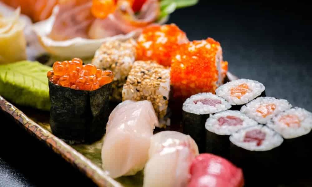 Comida japonesa engorda? O que dá para comer sem remorso no japa?