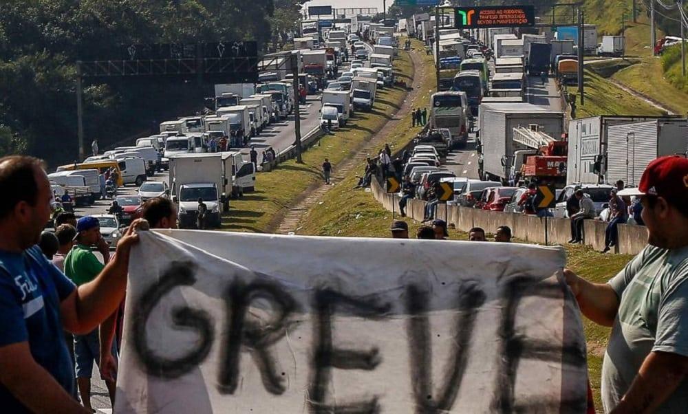 Como a greve dos caminhoneiros afeta sua vida