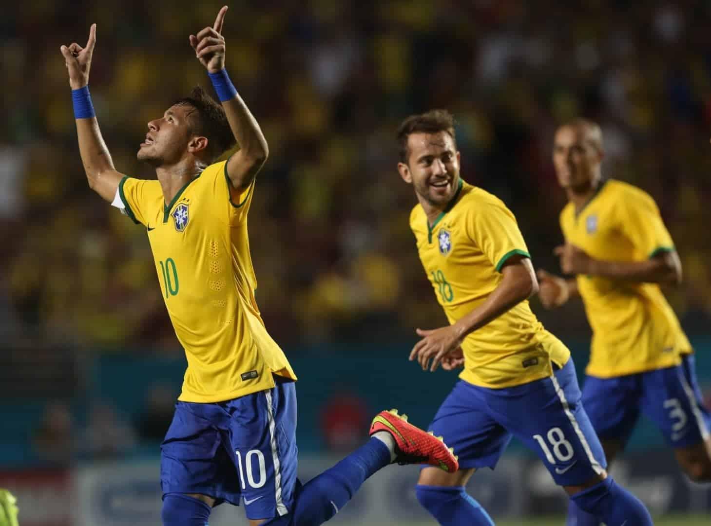 7. A primeira Copa que teve números nas costas dos jogadores foi a do Brasil 40947ff7537b2