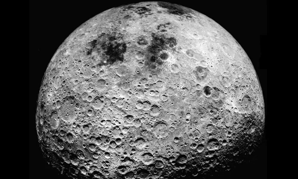 Existe mesmo água na Lua, em poças congeladas no polos do satélite