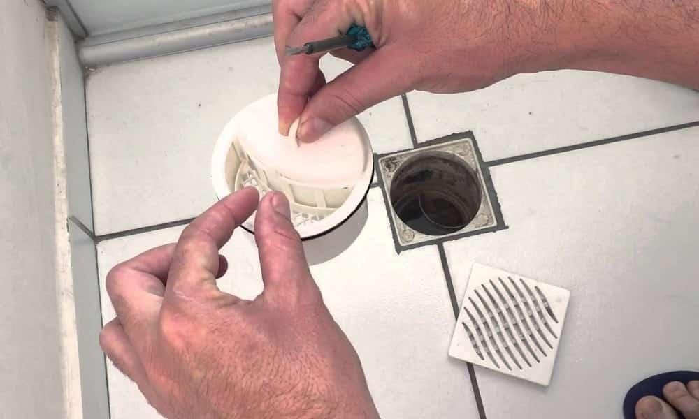 Como acabar com o entupimento no banheiro sem chamar o encanador