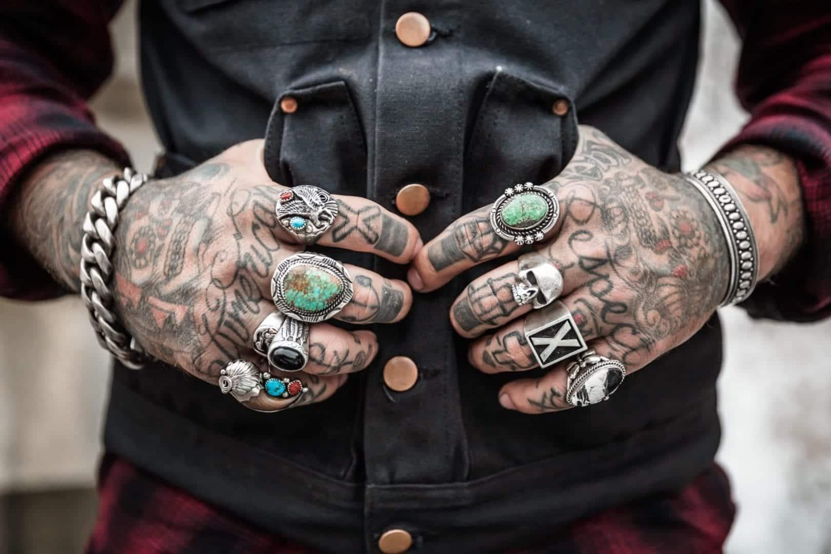 90 ideias de tatuagem na mão para quem quer uma tattoo nada óbvia