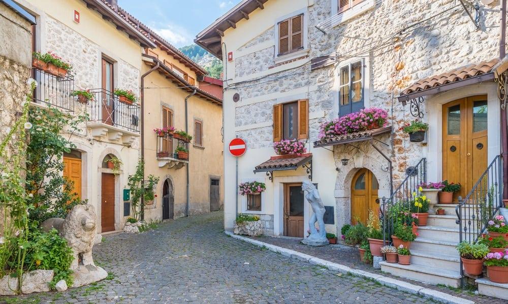 9 cidades onde é possível comprar casa por 1 euro (ou nem isso)