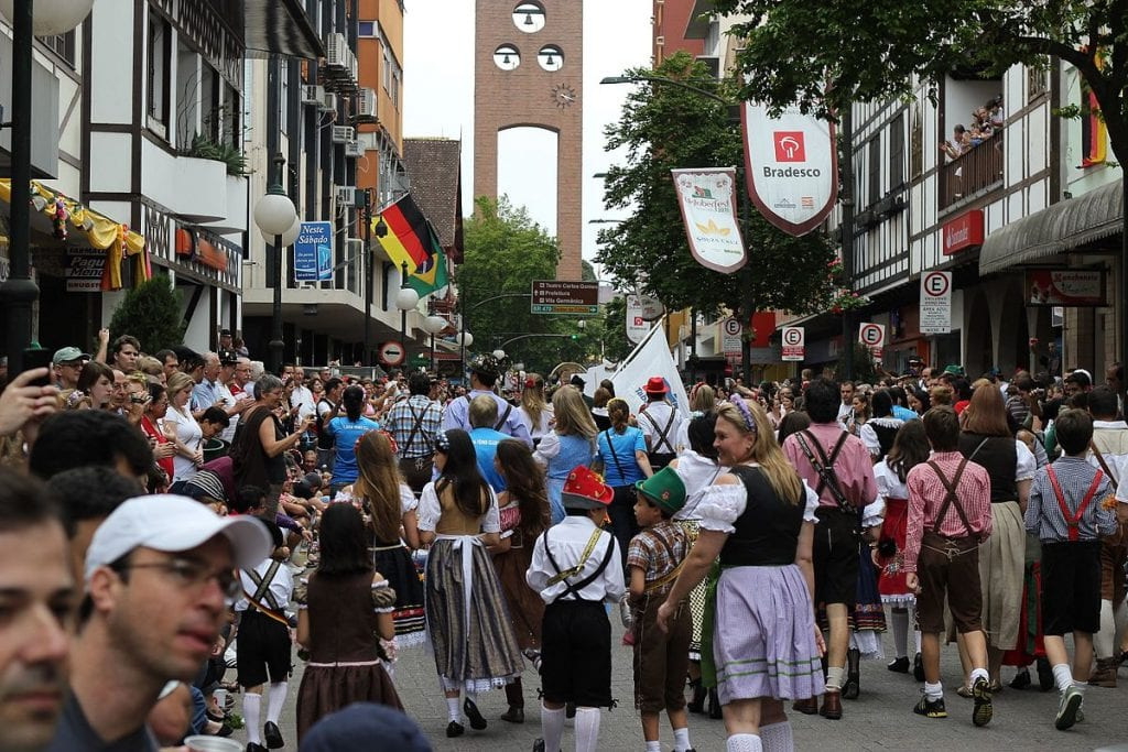 Oktoberfest: o maior festival de cerveja das Américas acontece no Brasil