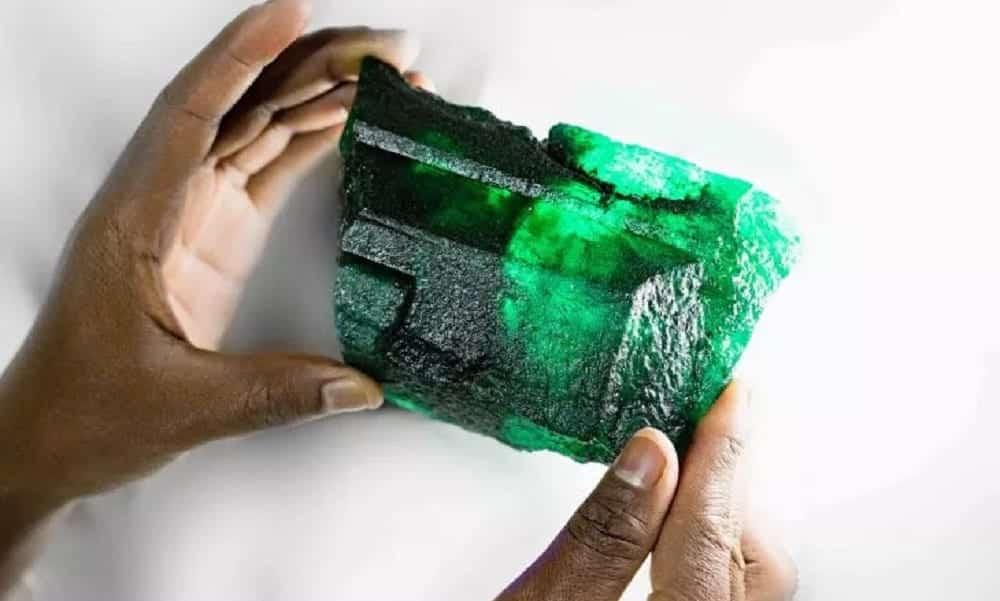 Esmeralda de mais de 1kg é encontrada na Zâmbia