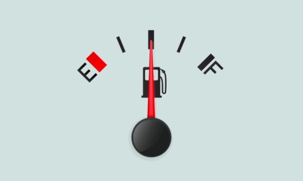 A 1ª metade do tanque de combustível realmente gasta mais devagar?
