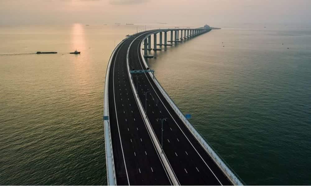 Tem Na Web - China inaugura maior ponte marítima do mundo - 55km de tamanho!