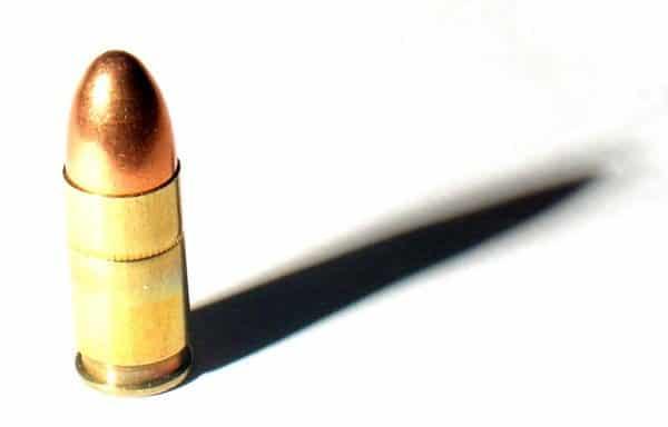 O que acontece com as balas quando se atira para o alto?