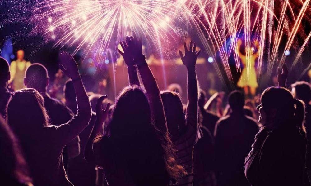 Como é comemorado o ano novo em diferentes países?