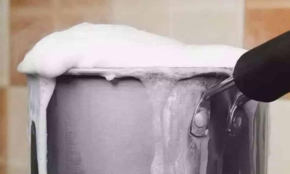 Por que o leite sobre quando ferve? A ciência explica