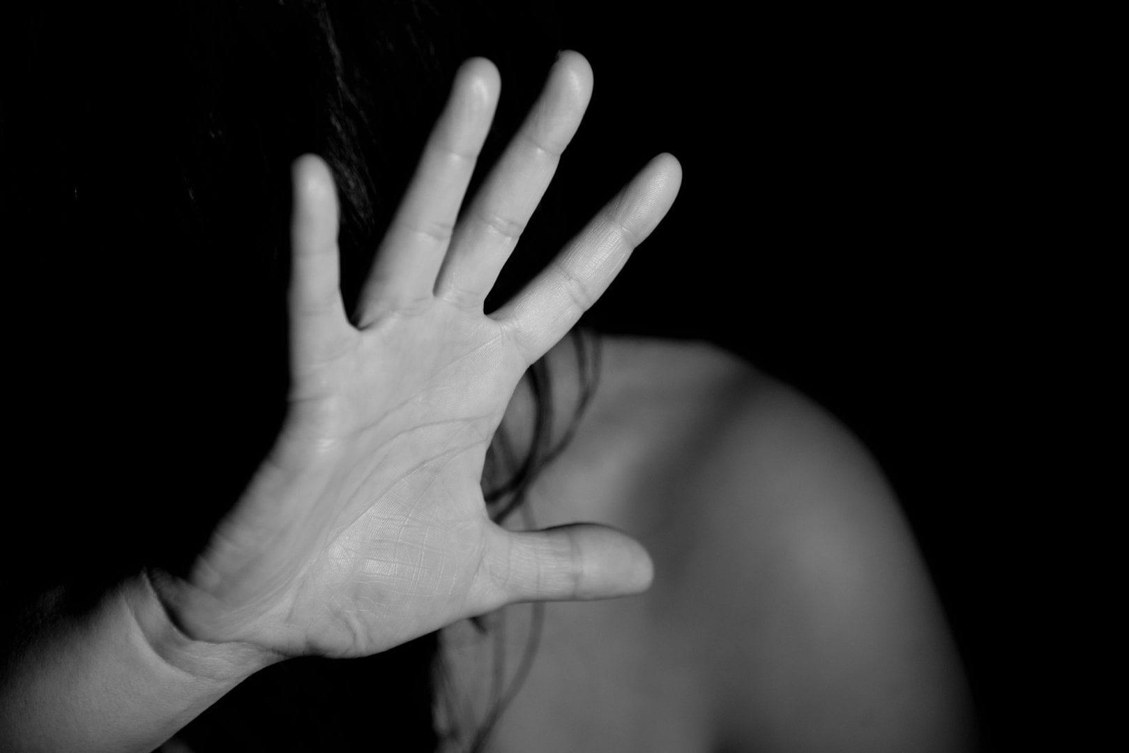 O que é estupro virtual? [E o que fazer se acontecer com você]