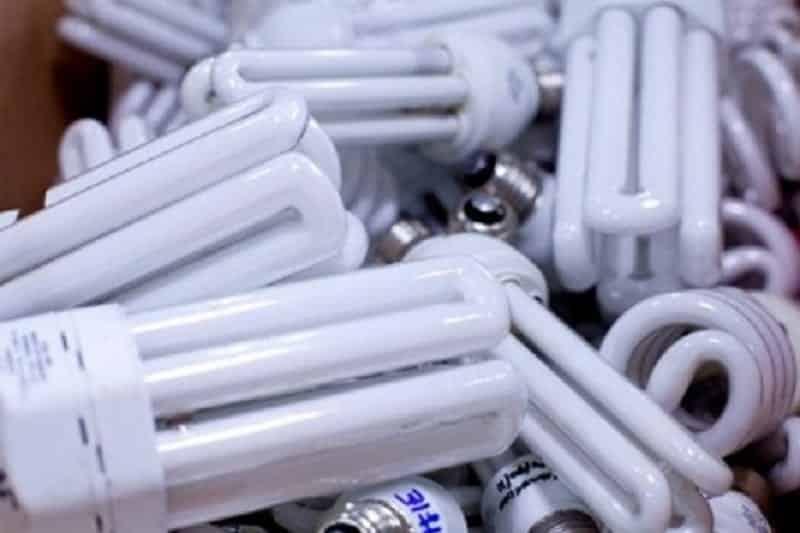 Você sabe como trocar uma lâmpada queimada?