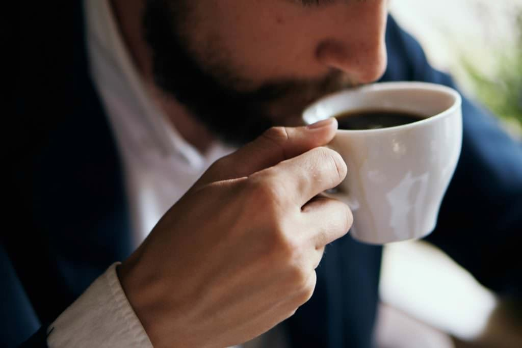 7 dicas infalíveis para acabar com a ressaca da noitada