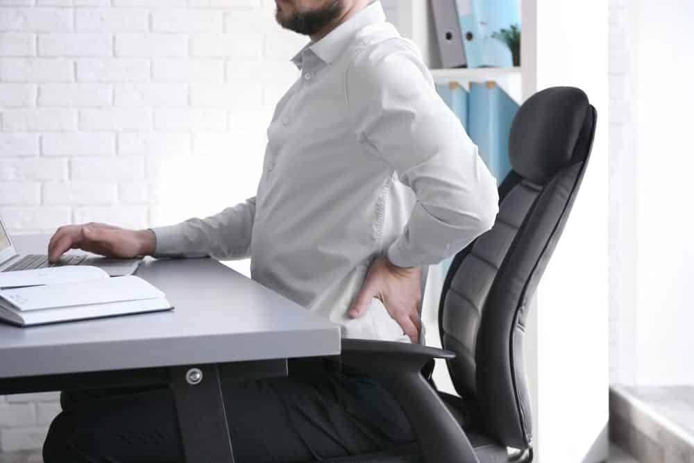 Aprenda essa postura para trabalhar sentado e dê adeus a dor nas costas
