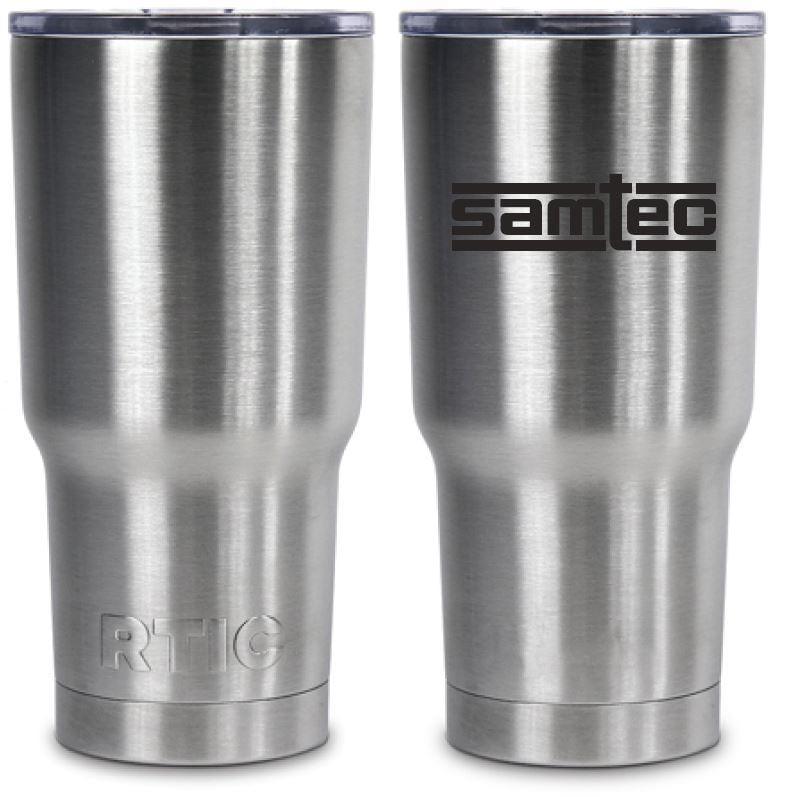 Por que você não deveria beber água em copo de alumínio