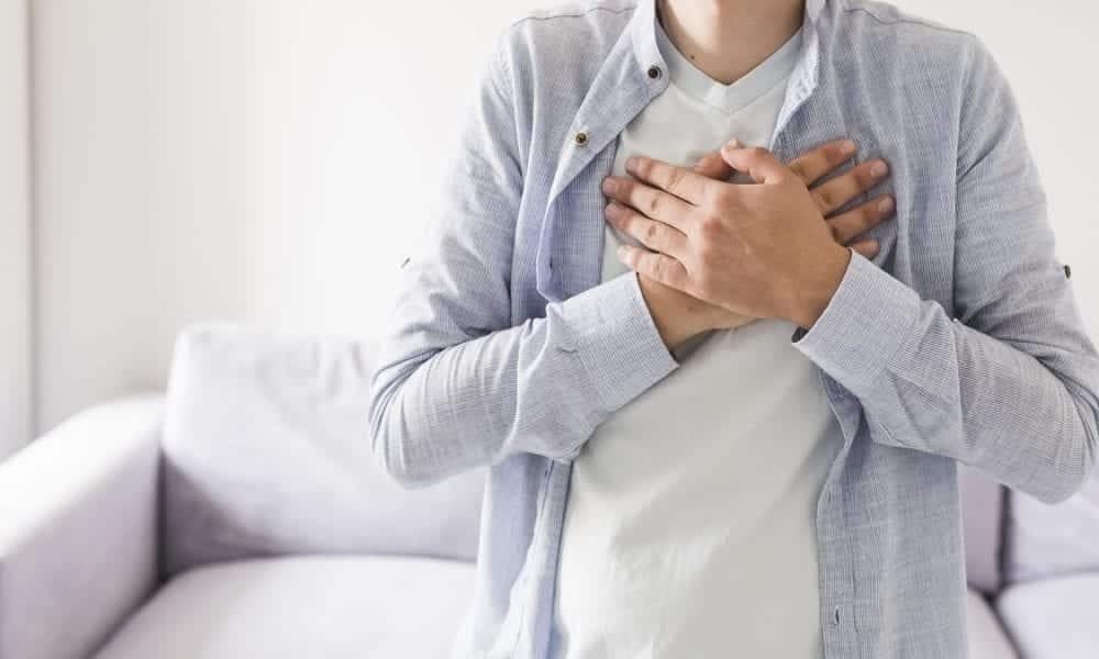 Dor no peito, as causas mais comuns e quando é sinal de alerta