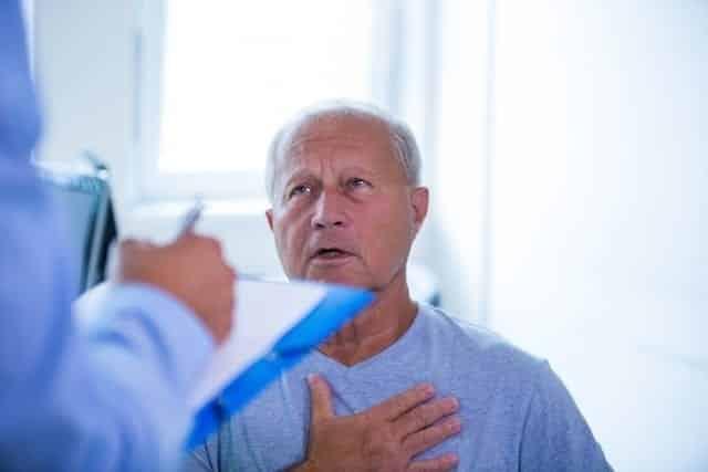 Dor no peito: possíveis causas e como identifica-las