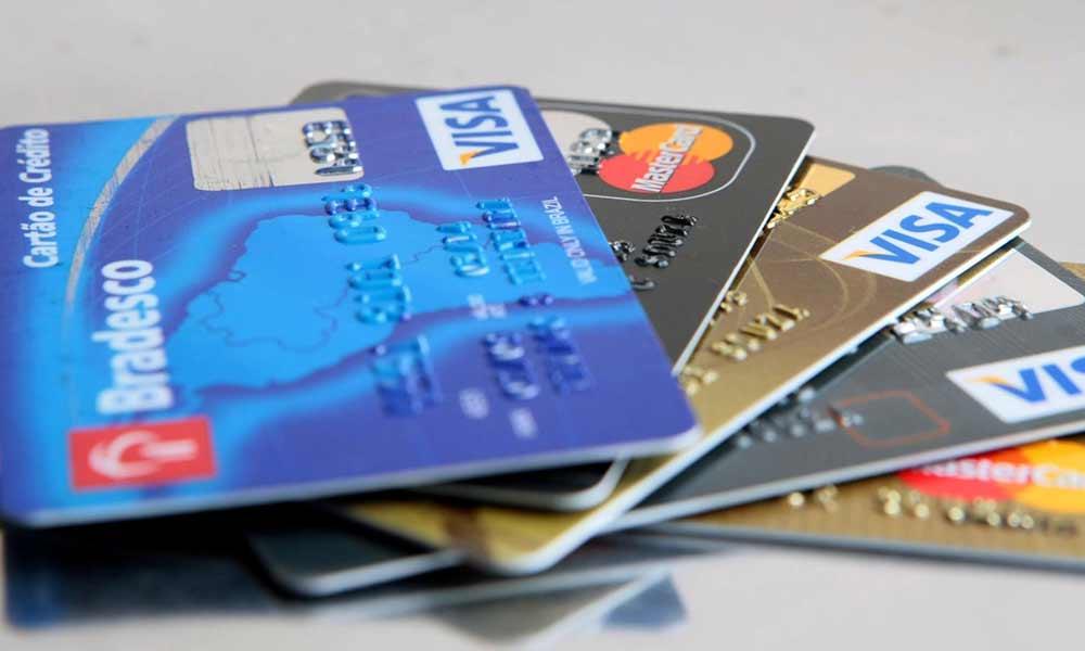 Novo golpe do Carnaval consiste em troca de cartão de crédito [alerta]