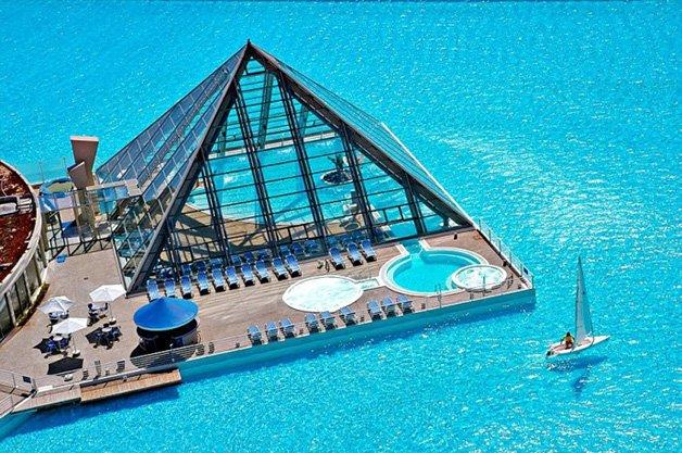 Conheça a maior piscina do mundo que ocupa 8 hectares e fica no Chile