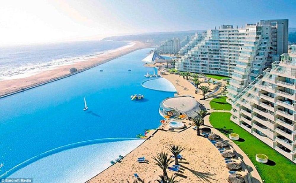Maior piscina do mundo é do tamanho de 20 piscinas olímpicas juntas