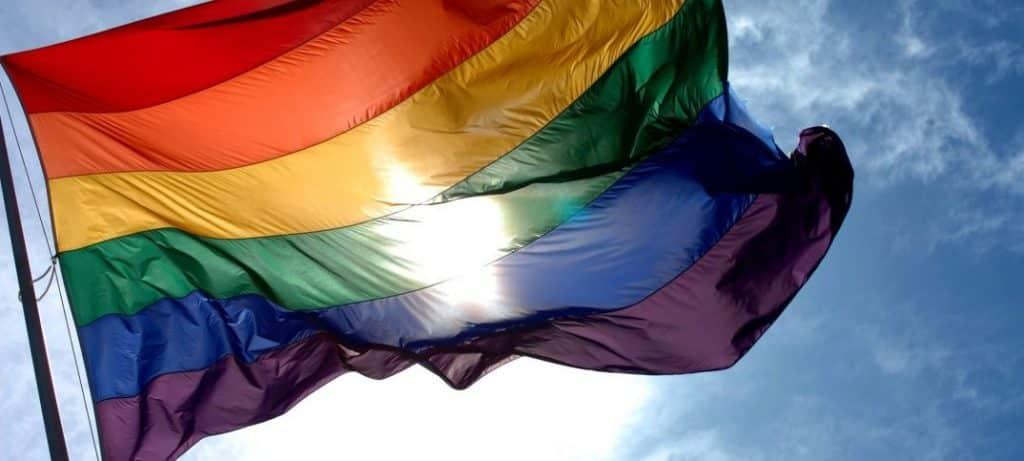 Bandeira LGBT+, história e o significado de cada cor