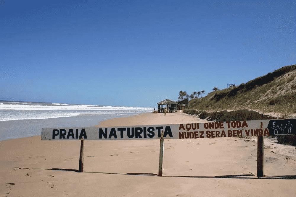 Praias de nudismo mais famosas do Brasil e do mundo (e suas regras)