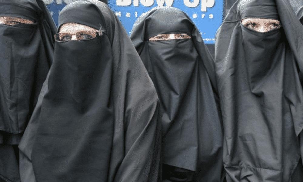 Burca, série fotográfica mostra mulheres islamitas convivem com ela